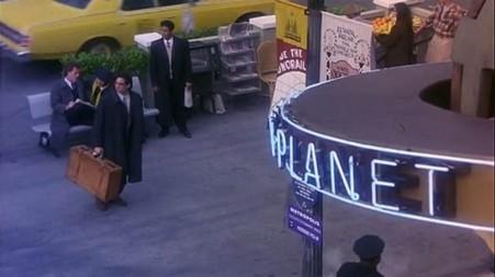 lois_clark_pilot-clark-arrivant-au-daily-planet