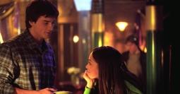 Smallville-clark-souriant-à-lana-dans-le-talon