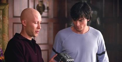 Smallville-lex-montre-une-boite-en-plomb-à-clark