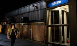 smallville-saison-10-clark-courant-vers-une-cabine-téléphonique