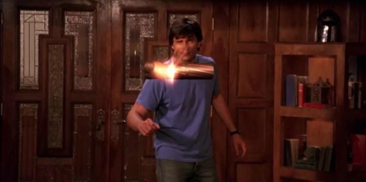 Smallville-saison-2-clark-utilise-la-vision-thermique-pour-fondre-une-balle