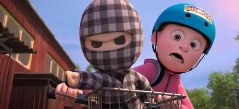 mon-ninja-et-moi-un-petit-garçon-sur-une-bicyclette-regarde-une-poupée-ninja-déterminée-lui-indiquant-une-direction-à-prendre