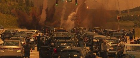 greenland-2020-des-débris-de-comète-tombent-sur-des-voitures-sur-une-autoroute-faisant-fuir-les-automobilistes